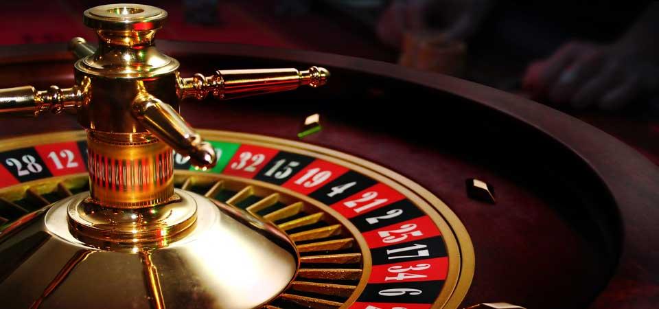 Play blackjack card game