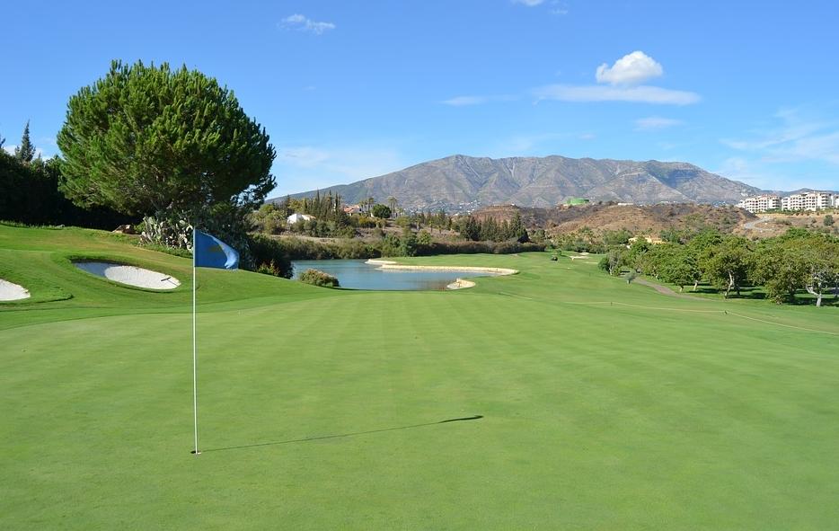 jouer au golf avec des équipements achetés en ligne